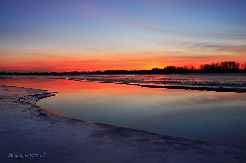 В канун Крещенских морозов прогуливаясь по берегу реки Волхов был приятно удивлен таким нежным закатом.. Приятного просмотра!!