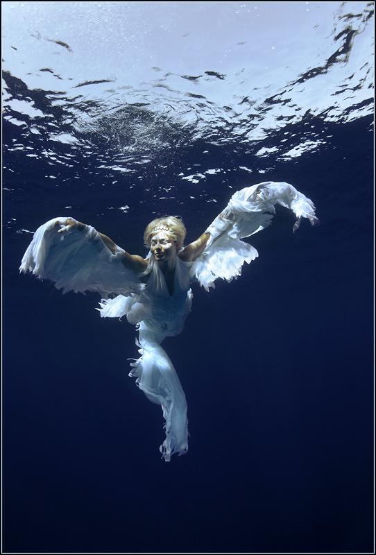 Красное море. Модель - актриса, фридайвер Марина Казанкова. Костюм, образ - Lea Druet