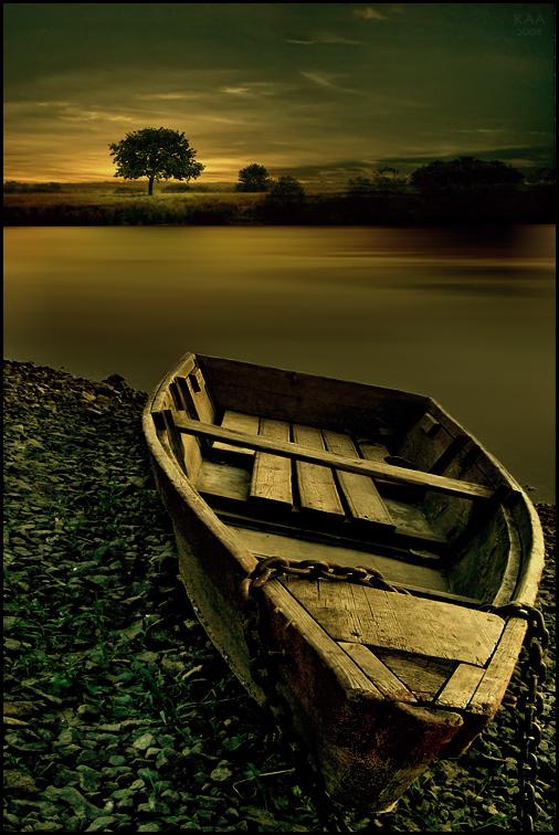 У всех есть фото с лодкой, а у меня не было) редкость сейчас найти лодочку для фото...Вечер Лодка Пейзаж Одинокое дерево