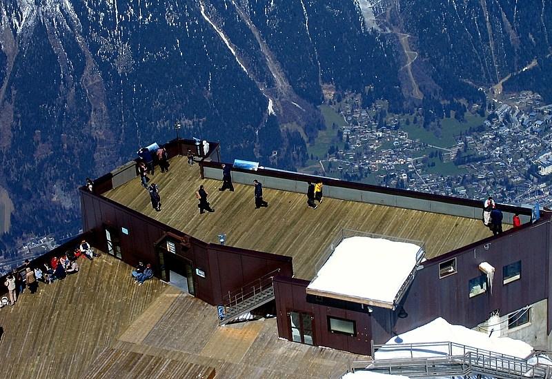 Снято с пика дю Миди (3842 м) , Шамони Монблан (Франция). Вид на террасу Монблан (3802 м).