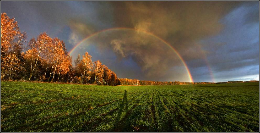 Радуга на закате, да еще и глубокой осенью...