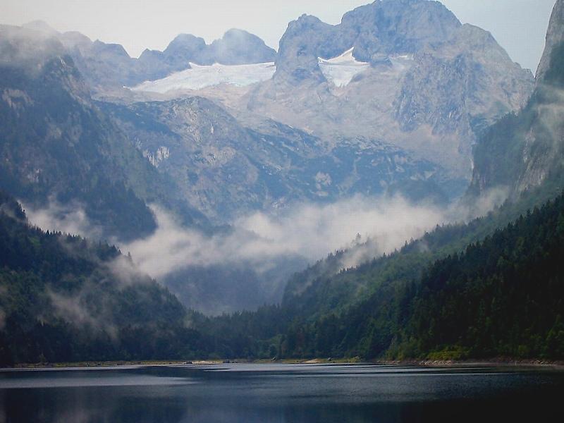 И темный гранит у озерной воды ...Австрийские Альпы. Озеро Госау.