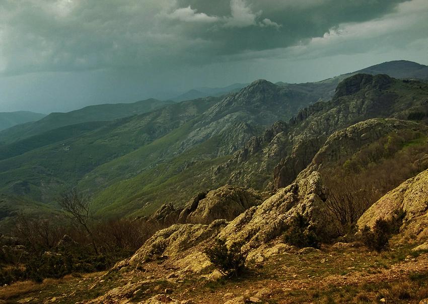 Старый Балкан.. горный заповедник... приближается гроза...стремительно... такая вот погода на Пасху... 19 апреля =)