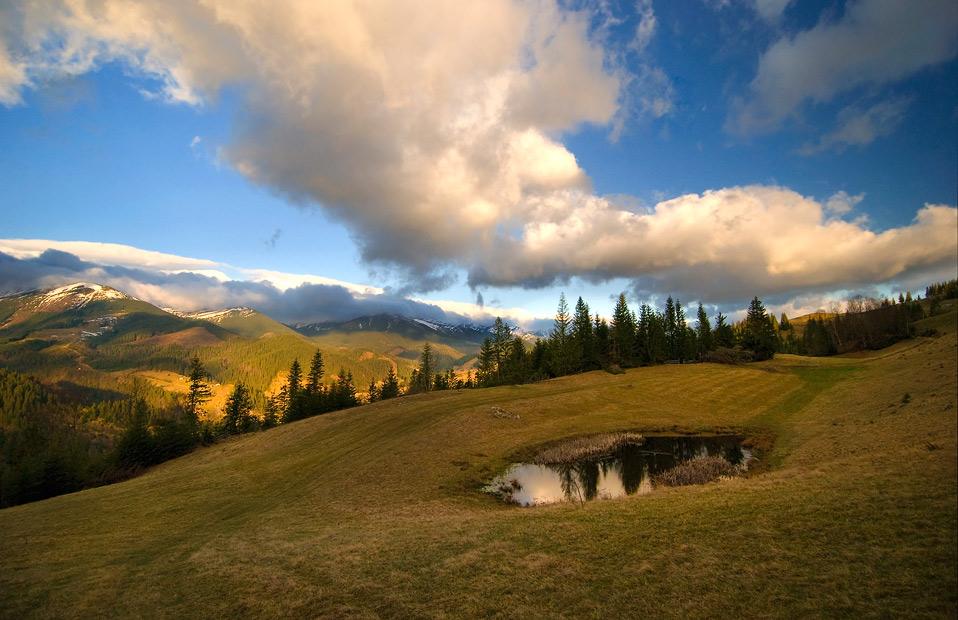 Черногорский хребет, утро,  неожиданно найденное маленькое озерцо…