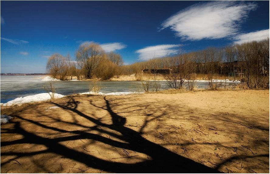 Ранняя весна на Плещеевом озере в Переславль-Залесском.