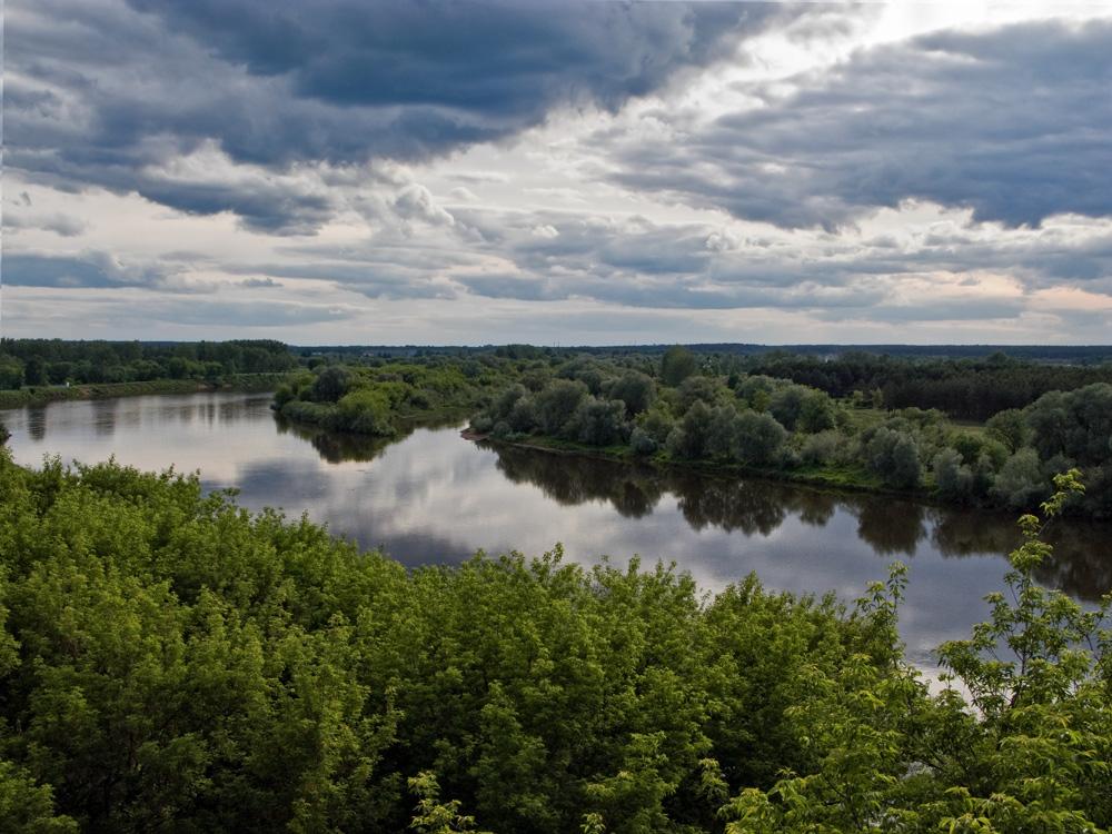 Июнь. Переменная облачность. Река Клязьма.