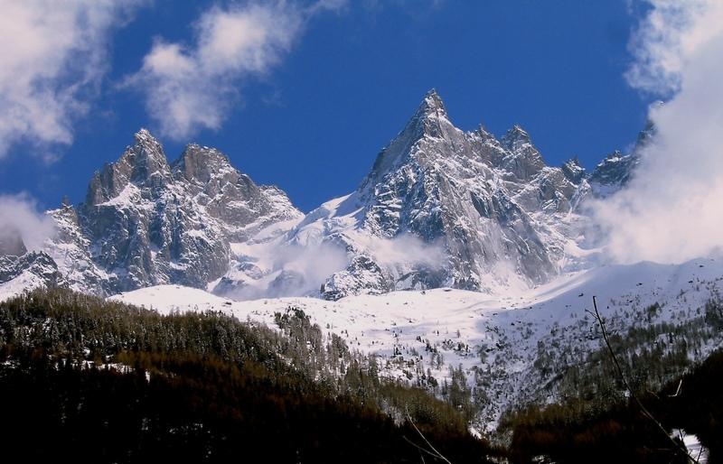 """Снято из поселка Шамони, высота 1035 м.""""Долина Шамони Монблан и его ледник- самые прекрасные пейзажи, которые я когда-либо видел. И более того, я не могу вообразить что-то более замечательное в природе"""".Чарльз Диккенс."""