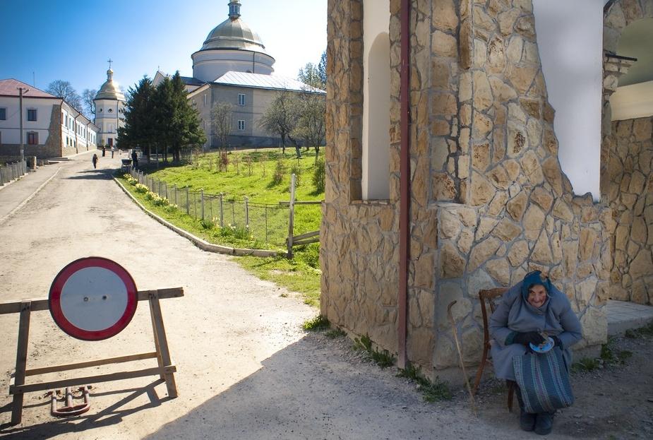 ГошевIв.Франковская обл.церковь, нищий,храм