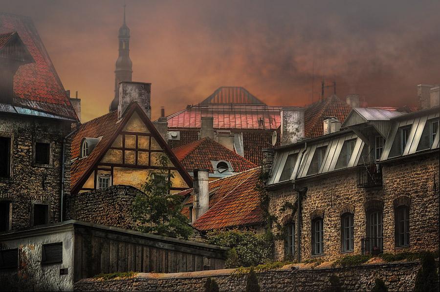 Таллин всегда был и остается одним из старейших ганзейских городов, справедливо величая себя одним из прекрасно сохранившихся средневековых европейских городов,  сочетая средневековые церкви и дома в готическом стиле с современной инфраструктурой.