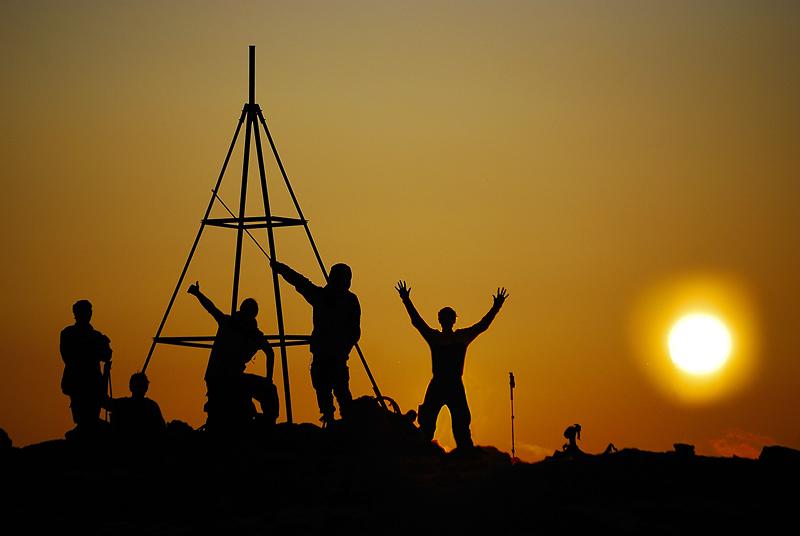 Хибины, последняя ночь походного маршрута. триангуляционный знак на высоте 1037 метров.