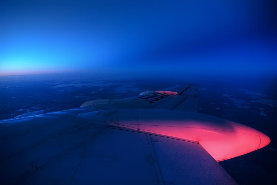 Красный свет на топливном баке-от проблескового маячка. Момент ловил.