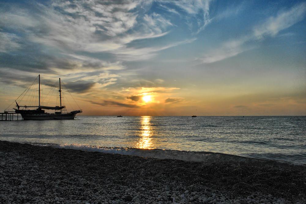 Средиземное море. 7 утра местного времени.