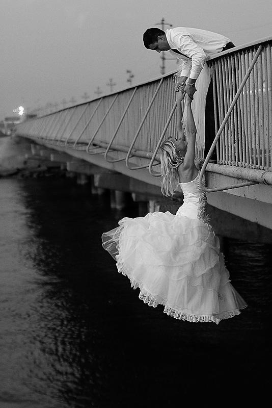 Вечер, Маныч, мост.При съемке ни одна невеста не пострадала.