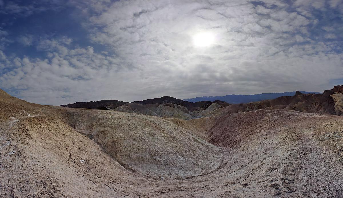 Забриски поинт, Долина смерти, Невада. Панорама из 36 кадров. Диафрагма - f/13, фокусное объектива - 21mm, выдержка - 1/160.