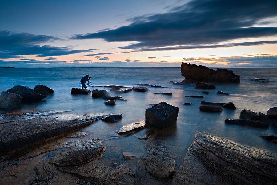 Побережье Северного моря близ Форреса, Шотландия.Вечер, почти ночь.Шотландия