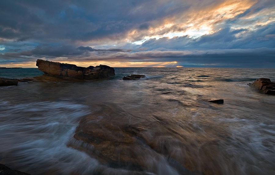 Шотландия, побережье Северного моря. Суровый июньский вечер.