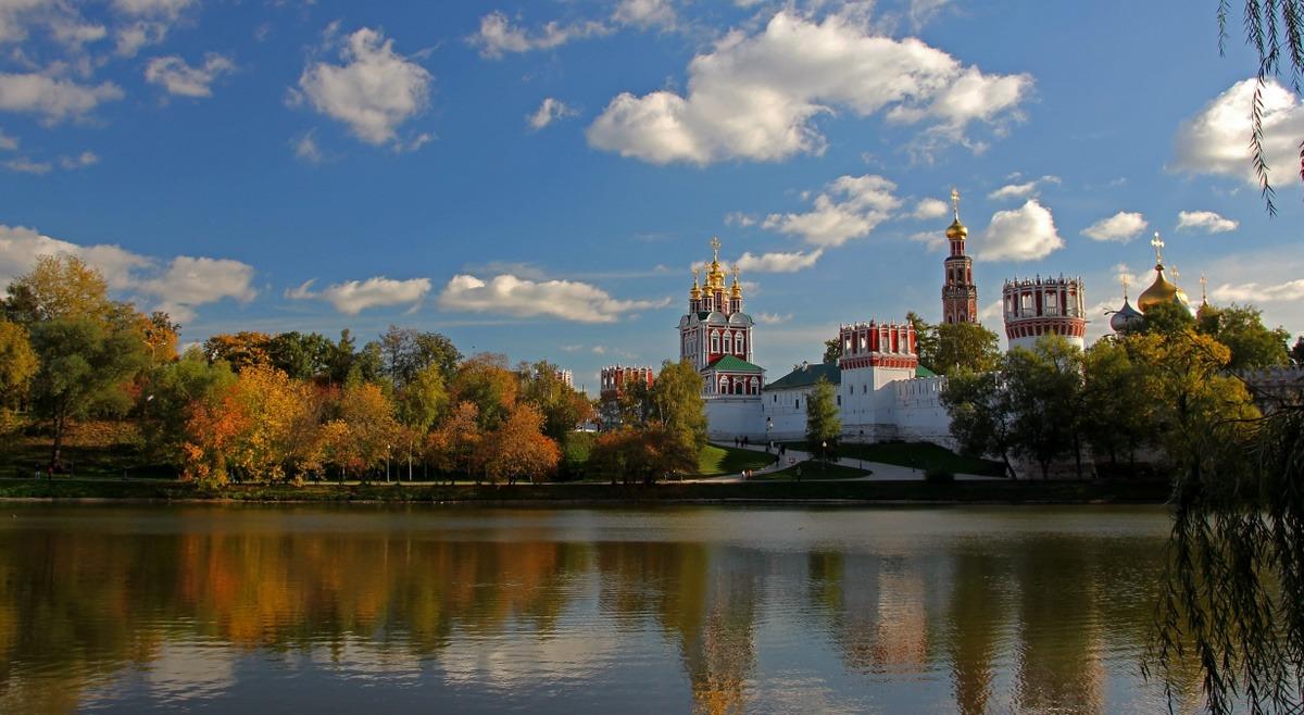 Новодевичий монастырь,  осень