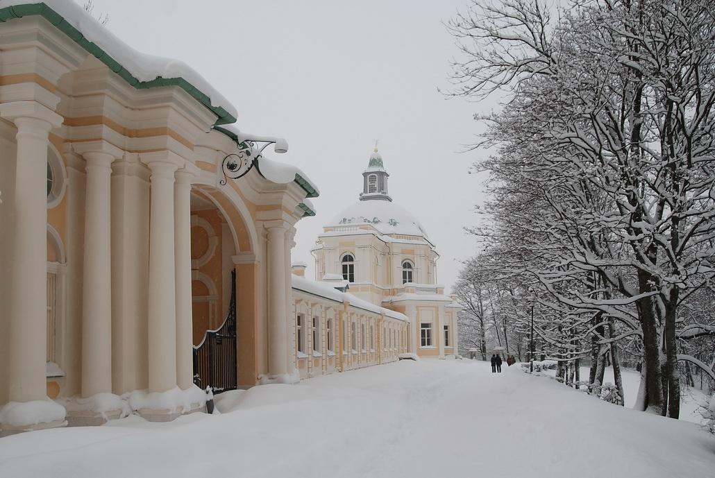 дворец Меньшикова в Ораниенбауме, множество тайн его окружает, и древних, и сегодняшних...