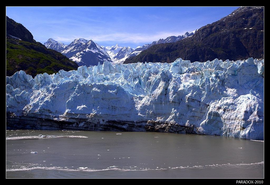 Аляска. Ледник Маржери - Глейшер Бей Национальный парк.Длина ледника 34 км. Общая высота 110 метров. Для сравнения: высота Александрийского Столпа в центре Дворцовой площади в Петербурге 47.5 м (это высший из аналогичных монументов в мире). Ледник возвышается над водой в 2 Столпа !Alaska Margerie Glacier Аляска Глейшер Бей парк Glacier Bay Ледники PARADOX