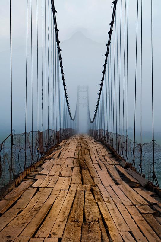 """Тюнгур. Турбаза """"Высотник"""". Подвесной мост."""