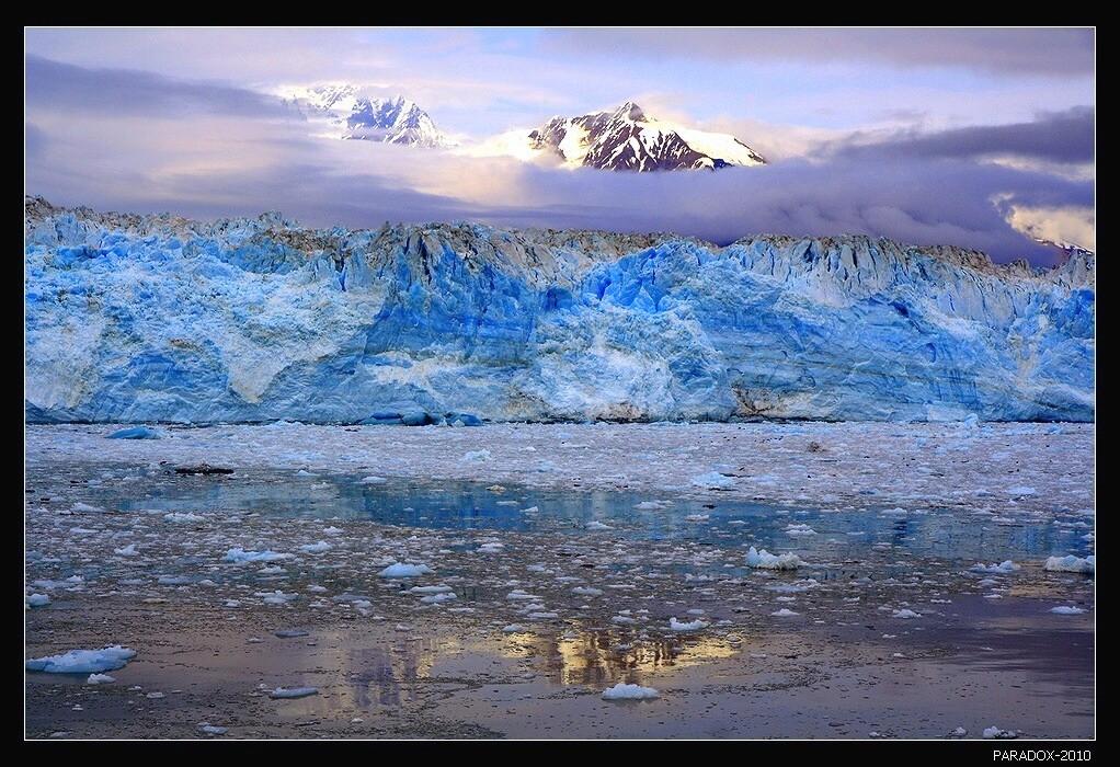 Ледник Хаббард - крупнейший ледник на побережье Аляски.  Берет начало в Канаде (Юкон) и через 122 км достигает Аляски.Аляска Ледник Хаббард Горы Alaska Hubbard glacier PARADOX