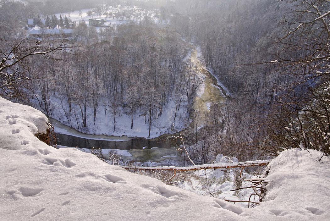 Кто расхаживал по снегу? Догадайся-ка по следу!Каждый зимний снежный  след Затаил в себе секрет...(с)Ландшафтный заповедник Пучкоряй. Вильнюс