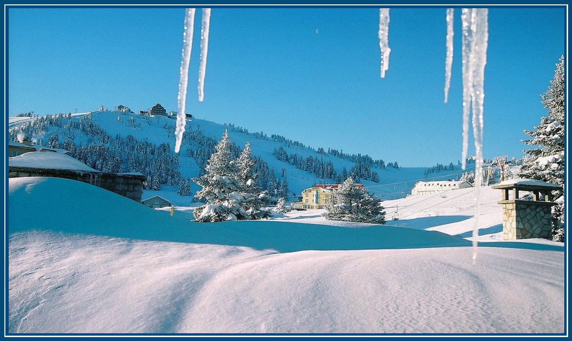 Рано утром, пока месяц на небе, из окна гостиницы в Улудаге