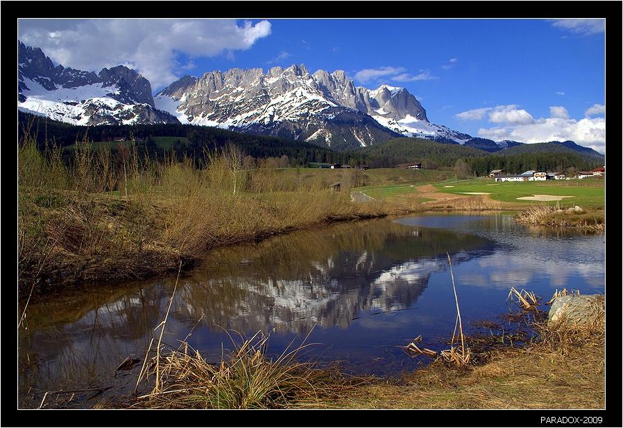 *  *  *Горный массив Кайзергебирге - Имперские горы (Австрийский Тироль). Вид из селения Эльмау.*  *  *  Austria Tirol Озерцо Отражение Дорожка Заснеженные горы PARADOX