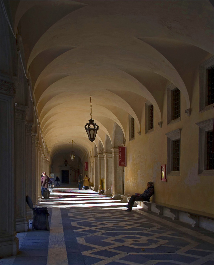 Венеция, галерея Дворца Дожей (Palazzo Ducale),  март, 2011
