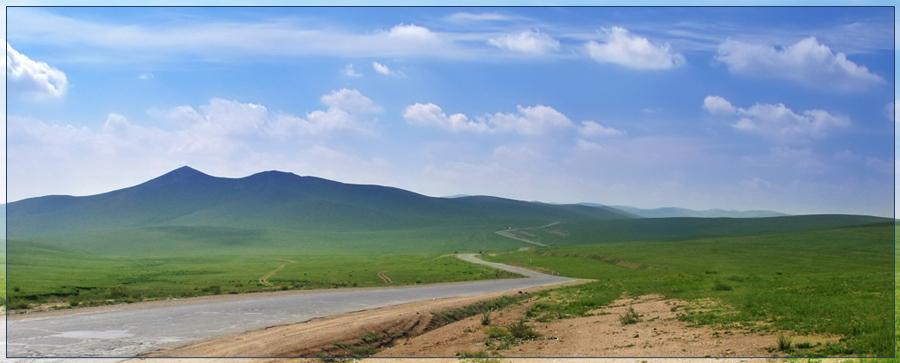 Дорога на запад в горную Монголию. Пока еще асфальт. После Каракарума (столица созданной Чингизханом империи, столица, в которой он сам ни разу не был) уже грунтовка. Вернее даже так - там не дороги, там направления. :-) В долинах от 5 до 15 грунтовых дорог, в виде коллеи. Выбираешь себе более подходящую и вперед. На встречу могут ехать как слева, так и справа. В основном маршрутные такси (УАЗ, таблетки).