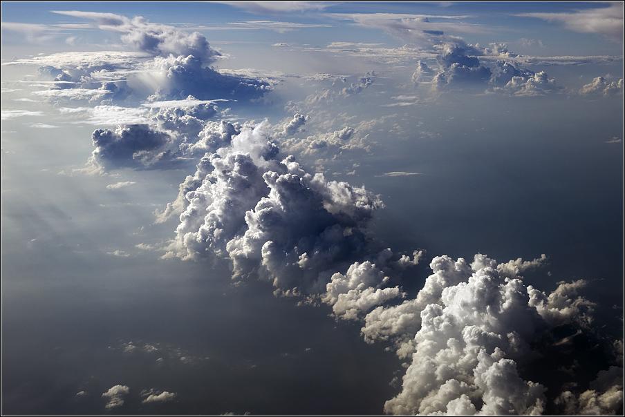 5 000 метров над землёй, минус 50 градусов по Цельсию, где-то над Папуа...Новая Гвинея, 2011