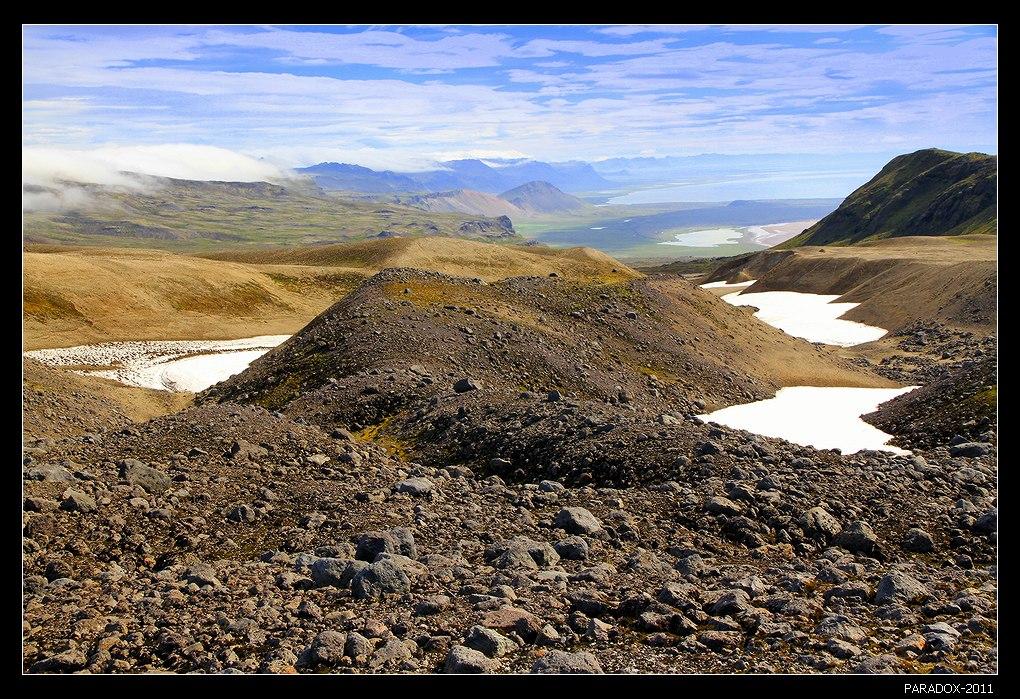 """*  *  *Вид с южного склона самого известного вулкана Исландии - Снайфельсйокулль, описанного Жюль Верном в романе """"Путешествие к центру Земли"""". На переднем плане вулканическая лава.*  *  *Западная Исландия. Национальный парк Snafels Glacier."""