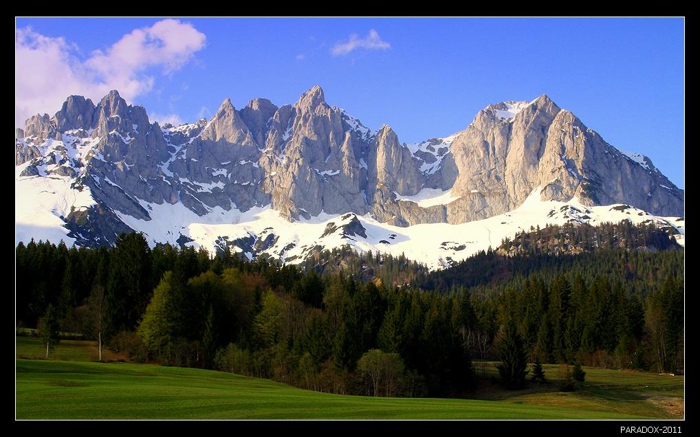 *  *  *Горный массив Кайзергебирге - Имперские горы в окружении почетного караула альпийских лесов и лугов.Австрия, Тироль, регион Wilder Kaiser.*  *  *