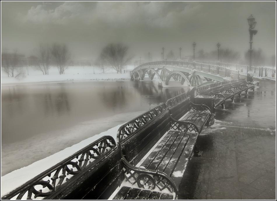 Черт занес в Москву, и пару дней, которые я там был, стояла чудовищная погода и я не мог уехать дальше, чем Царицыно