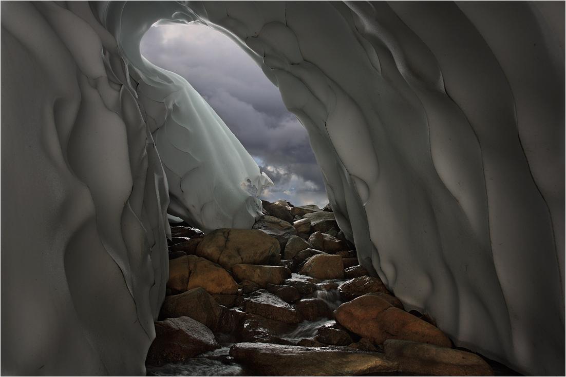 ...продолжение серии о путешествии внутри ледника...