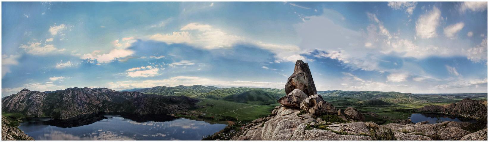 На сей раз - горы натуральные! Озера - тоже! :-)Для особо глазастых: на снимке есть и часть третьего озера! :-)