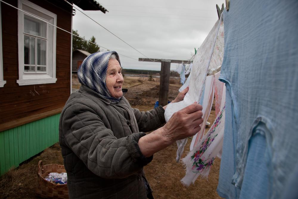 на снимке жительница деревни Веркола - Таисья