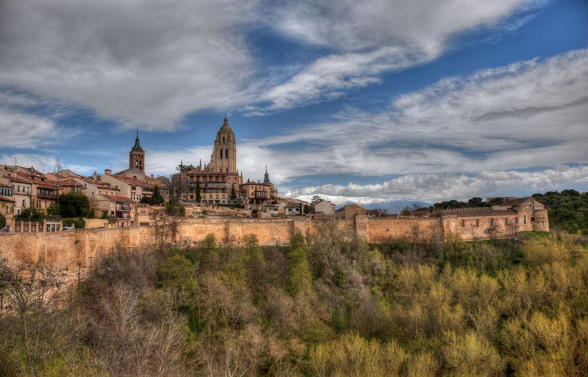Сеговия – это город церквей, монастырей, дворцов и парков, это Кастилия в самых лучших ее проявлениях.Вид на Cathedral of Segovia.