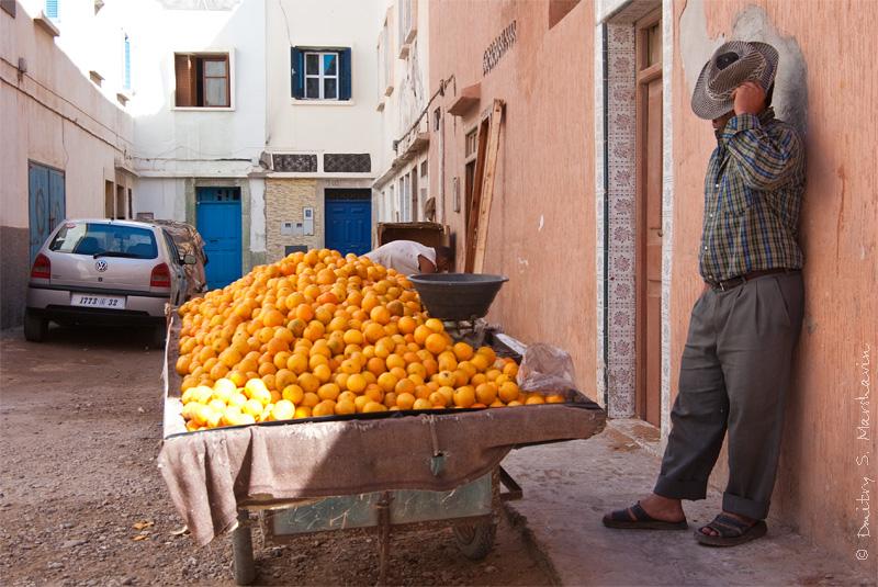 Торговец апельсинами, Медина, Эс-Сувейра, Мароккоhttp://marshavin.com/gallery/index.php?album=other-countries/morocco
