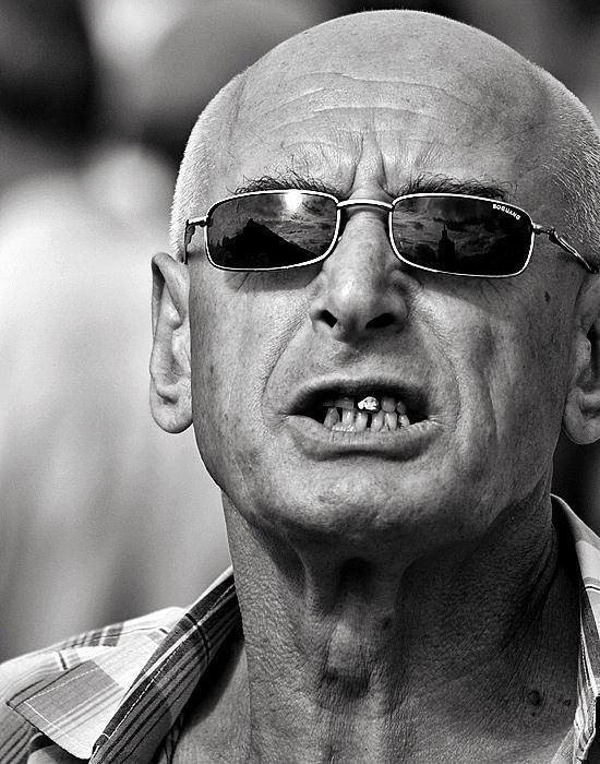 Киев, митинг на Майдане... один из политических сумашедших, заметил, что я его снимаю... подбежал, махал руками, кричал... сумашедший, что возьмешь? :)