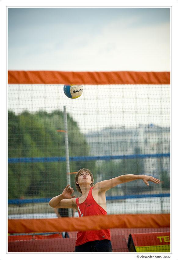 Репортаж со съемок соревнований по пляжному волейболу.Canon EOS 20D+Canon EF70-200mm f/4.0 L USM