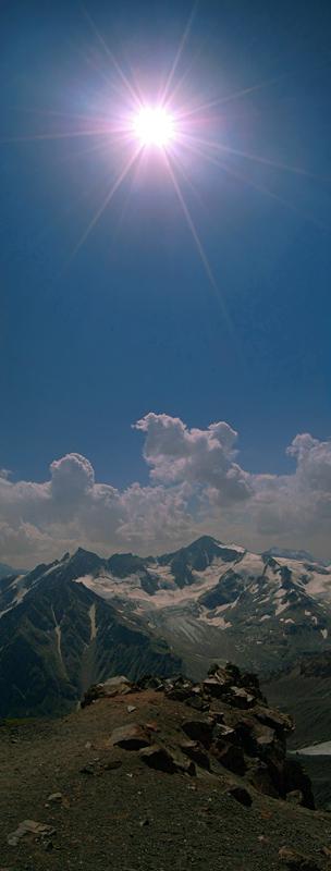 """3 вертикальных кадра [1/320; F/22; ISO400]Вид с Эльбруса, станция """"Мир"""" (высота 3500м.)"""