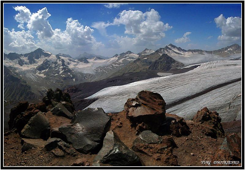 Панорама из 4-х вертикальных кадров[1/320; F/22]Фото сделано со склона Эльбруса (высота 3500м.)