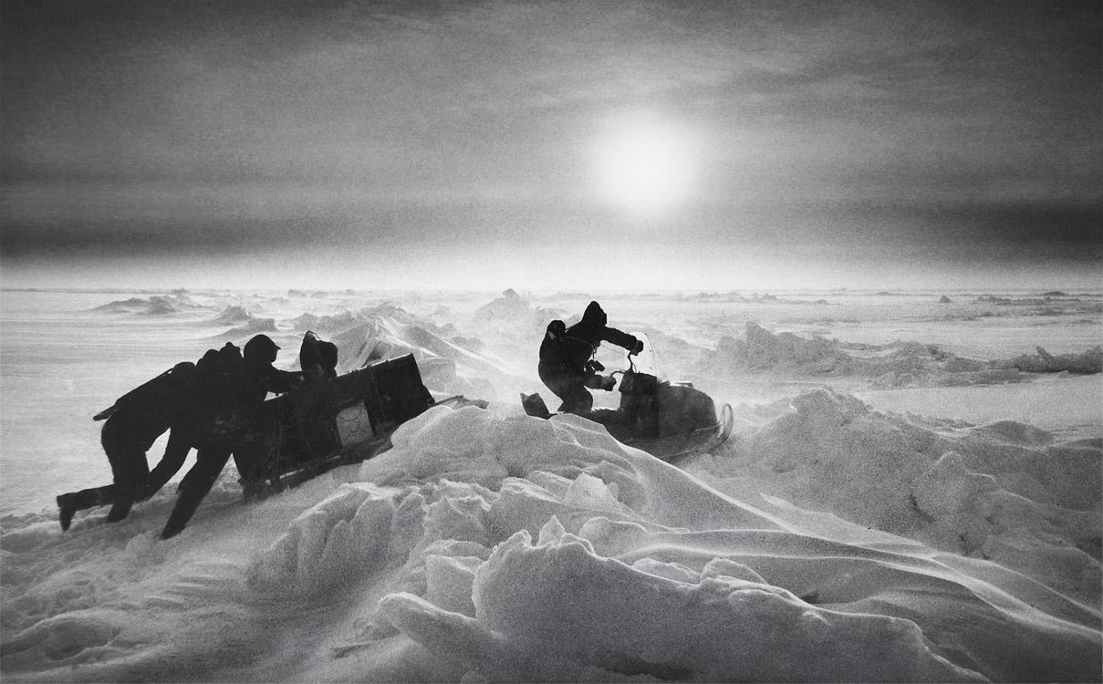 """у карточки есть небольшая история. Была напечатана в спутниковой лаборатории Северного Полюса-28, отправлена на материк (с названием """"к Полюсу""""), и победила в конкурсе Комсомолки """"Время и мы"""", пока автор дрейфовал себе на льдине. Так что в 1986г. был у полярников Интернет. Ил-14 назывался. :)"""