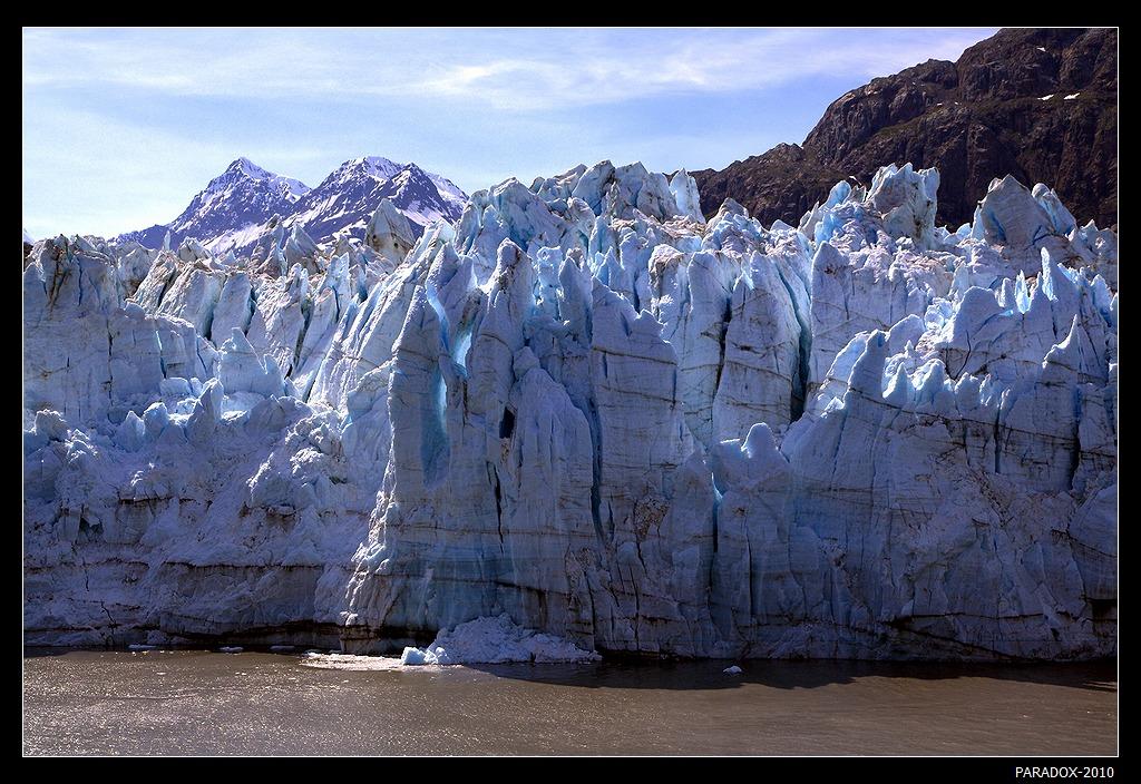 """*  *  *Ледник назван в честь французского географа Эммануэля Маржери. Здесь видны """"столбы"""", которыe в 2 раза выше Александрийского Столпа в Петербурге. При высоте 110 м ледник превышает и Статую Свободы в Нью-Йорке (ее высота 94 м).*  *  *Аляска, Залив Ледников (Glacier Bay)."""