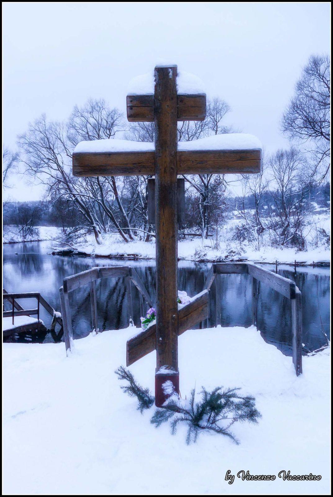 Крест, Новоиерусалимский монастырь, Истра09/01/2011, Canon EOS 50D, EF-S18-200mm f/3.5-5.6 ISкрест, монастырь, снег, река