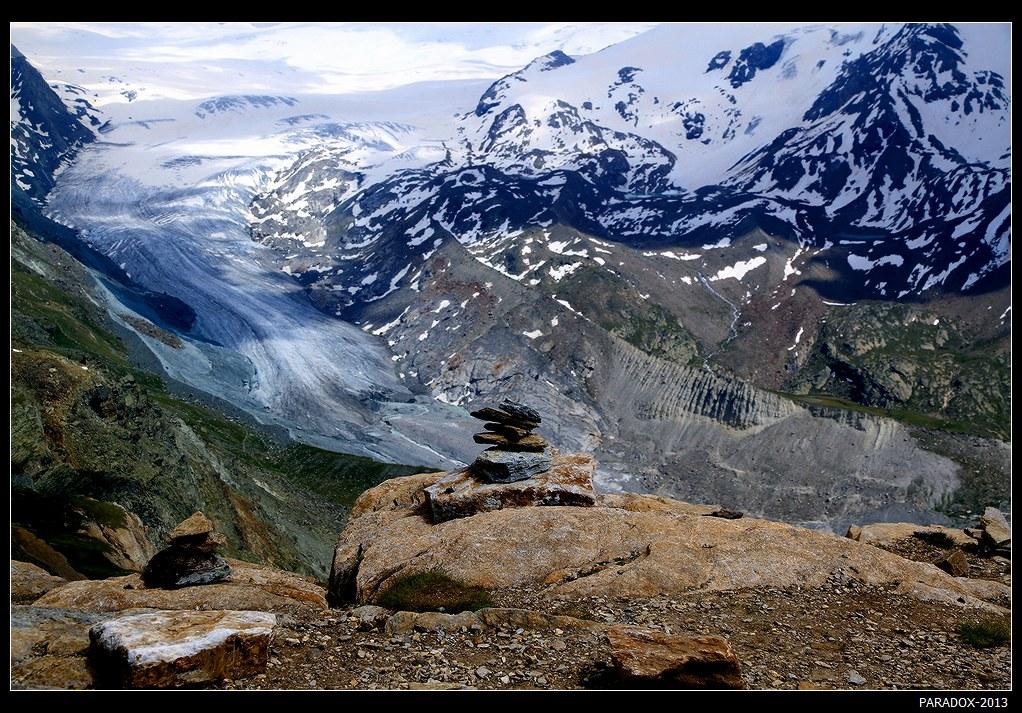 *  *  *Ротхорн, высота 3104 м. Вид на ледник Финдель в массиве Монте Роза. Ледник берет начало на границе между Швейцарией и Италией на высоте 3803 м.*  *  *Швейцария, кантон Valais, июль 2013.