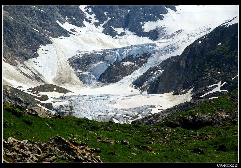 *  *  *  Этот бело-голубой зеркальный ледник далеко не самый большой в Альпах, но на его территории может трижды поместиться такая страна, как Монако вместе со знаменитым казино Монте-Карло, княжеским дворцом, Дворцовой площадью, стадионом и прочими достопримечательностями :)*  *  *Ледник Штайн, Урнерские Альпы, Швейцария, кантон Берн