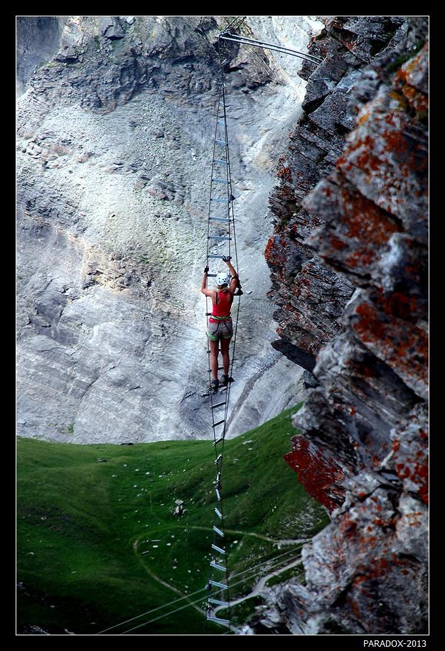 """При перемещении по склону в каждый момент времени должно быть три точки опоры.            Из Правил для альпинистов и скалолазов.   *  *  *Такой высоты мне не сдюжитьНа траверсах этих крутых.Но ты уверяешь, что нуженТебе в восхожденьях твоих.Ты скажешь, что есть еще порох,И бросишь, усмешку тая:""""Еще одна точка опоры -Летящая строчка твоя!""""*  *  *Гора Mont-Fort, высоте 3330 м. Швейцария, кантон Vallais. Июль 2013."""