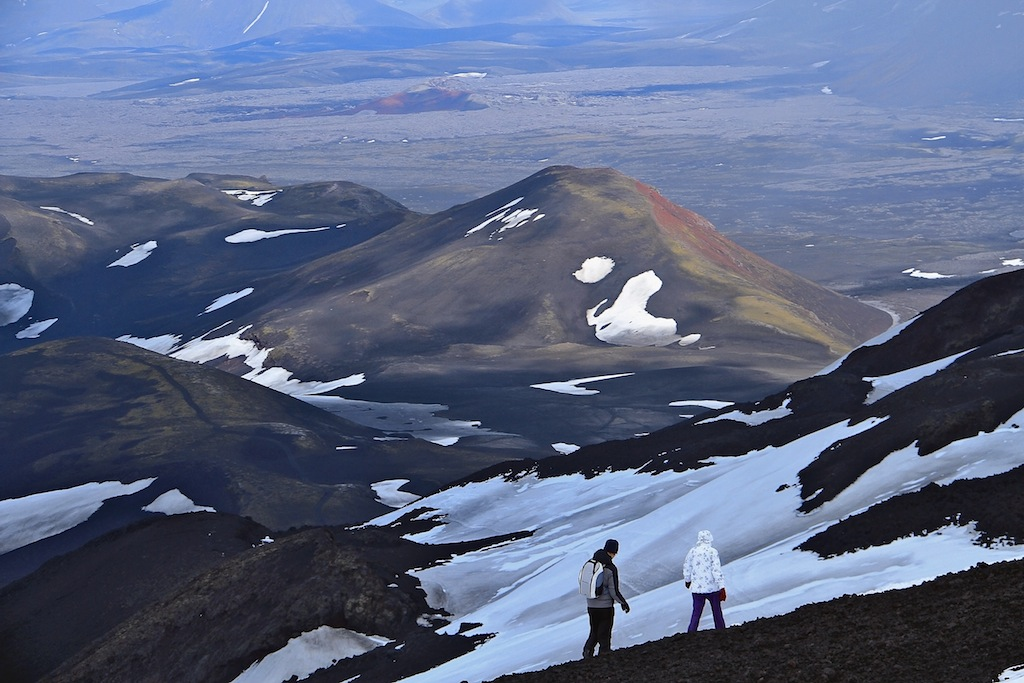 Спуск с легендарной Геклы (Hekla) - Июль 2013Ге́кла (исл. Hekla) — вулкан, расположенный на юге Исландии. Высота 1488 метров. С 874 года извергался более 20 раз и считается наиболее активным вулканом Исландии. В средневековье исландцы называли его «Ворота в ад». Изучение отложений вулканического пепла показало, что вулкан был активным по крайней мере на протяжении последних 6600 лет. Последнее извержение произошло в 2011 году.Название Гекла вулкан получил из-за частого облачного покрова на самой вершине, а само слово Hekla означает короткий плащ с капюшоном.